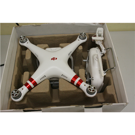 SALE OUT. DJI Phantom 3 Standard Drone (EUR) - DAMAGED ONLY PACKAGING DJI USED, REFURBISHED, SCRATCHED, DIRTY. MISSING MANUALS, STICKERS AND PROPELLERS